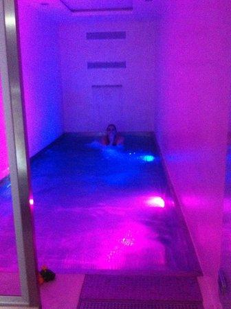 Gaudint Barcelona Suites: Aqui en la pisci,,,,,