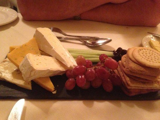 Rowley Manor Country House Hotel: cheese and biscuits