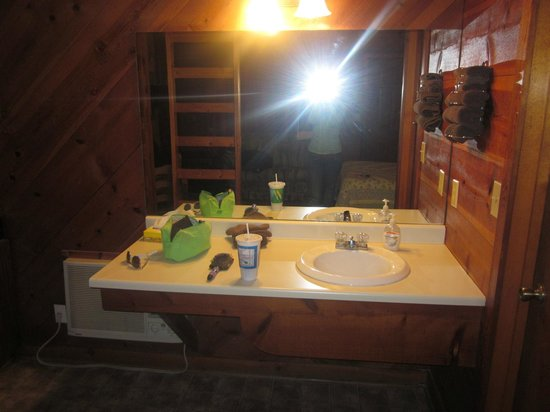 Timberloft Cottages and Cabins: bathroom vanity