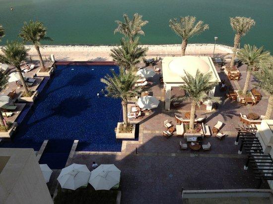 Anantara Eastern Mangroves Hotel & Spa: View of pool area from room's balcony