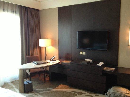 Anantara Eastern Mangroves Hotel & Spa: In room desk