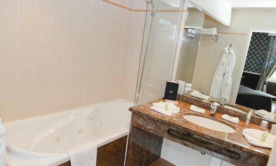Hôtel Le Manoir de la Poterie & Spa : Salle de bain