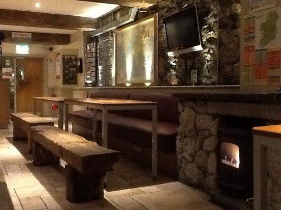 Isaacs Hostel: Lobby / Dining Area / Lounge