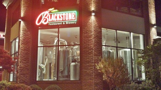 Blackstone Restaurant & Brewery: View from street in front