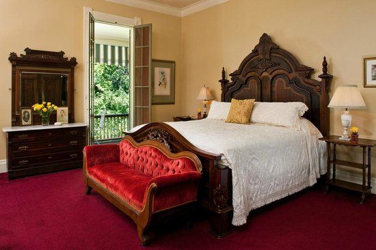 Devereaux Shields House: Gallery Suite at MS bed and breakfast