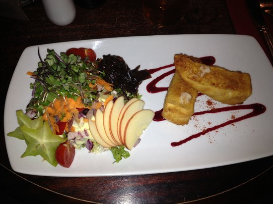 The Hollybush Inn : Breaded Brie. Just beautiful with fresh salad and excellent presentation. Well done boys