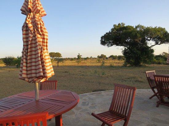 Mara West Camp: terrasse avec le foyer pour le soir