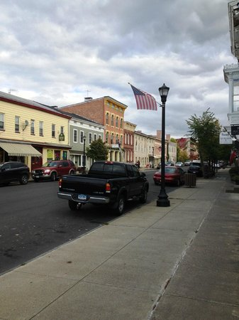 The Country Squire B&B : Downtown Hudson