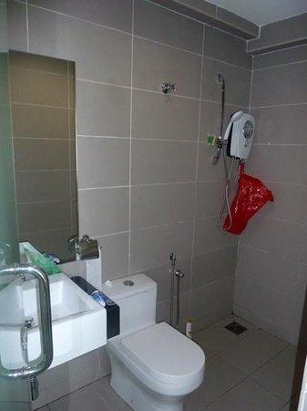 V Garden Hotel: Salle de bain I