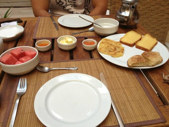 Al Ksar Riad & Spa : The breakfast you are promised...good luck getting full on this