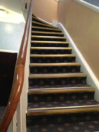 London Elizabeth Hotel : Twisted stairs