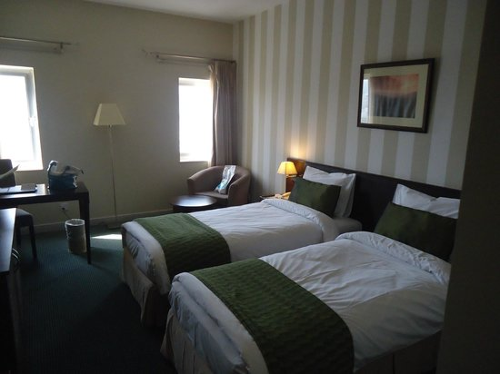 Al Falaj Hotel: Another view of the beds
