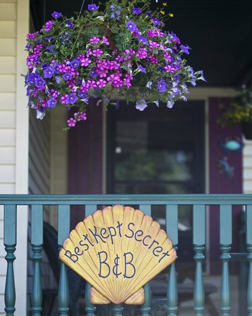 Best Kept Secret B & B: Front porch