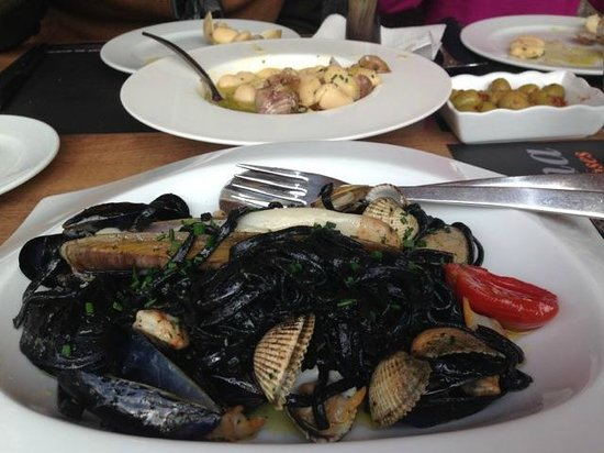 La Sirena : Black tagliatelle with shellfish