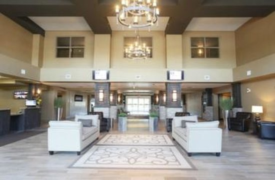 Pomeroy Inn & Suites at Olds College: Lobby