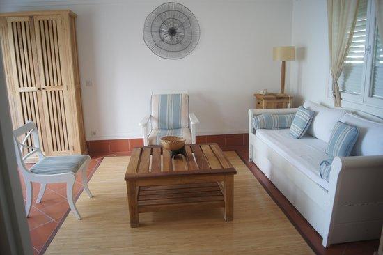 La Cocoteraie: salon chambre jardin