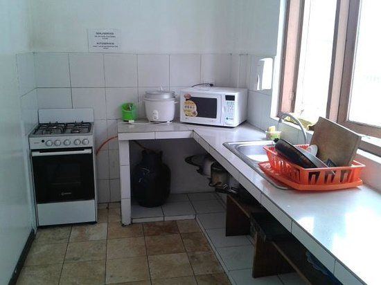 Che Lagarto Hostel Lima: Nicely equipped kitchen