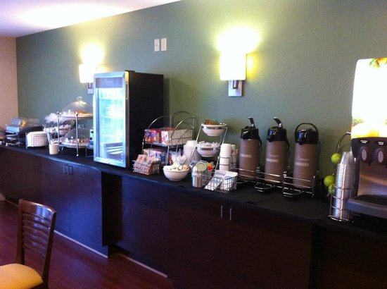 Sleep Inn & Suites Evergreen: Complimentary Hot Breakfast
