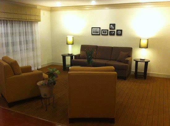 Sleep Inn & Suites Evergreen: Lobby Sitting Area