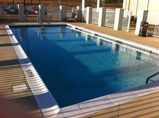Sleep Inn & Suites Evergreen: Seasonal Outdoor Pool