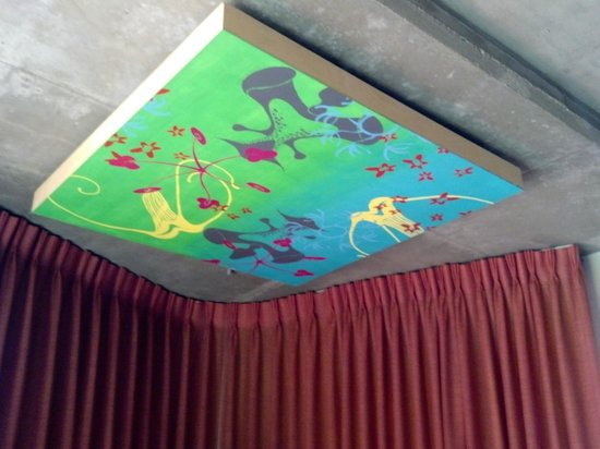 Hotel Valley Ho : Cement Ceiling with Art Display
