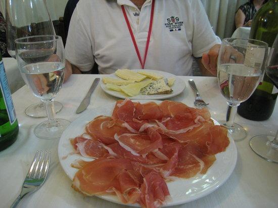 La Lampada : fromages assortis et jambon de parme.......