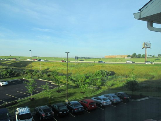 Comfort Inn-Kansas City Airport : hay bales at the KC airport