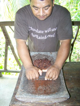 Cayequest Private Tours: Juan grinding the beans