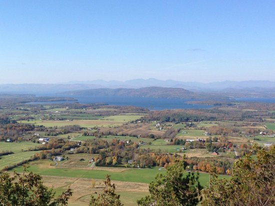 Mt. Philo Inn : Panorama from Mt. Philo summit