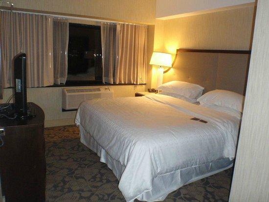 Sheraton Lincoln Harbor Hotel: Comfortable bed