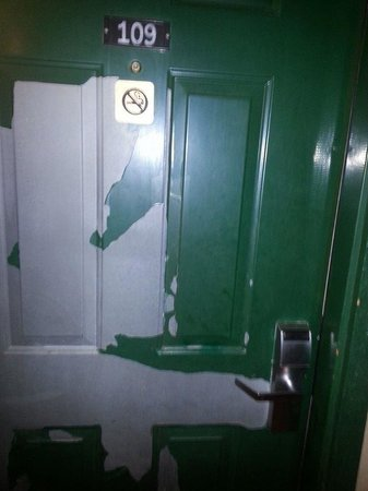 Rodeway Inn Red Hills: Front Door