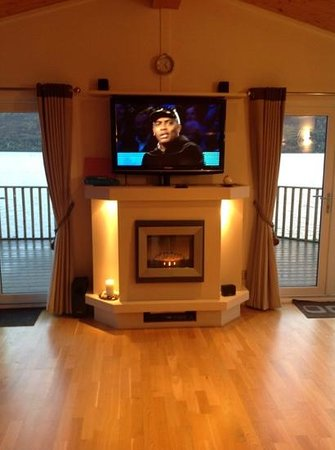 Loch Ness Highland Lodges: tv that hid behind the fireplace! wow!
