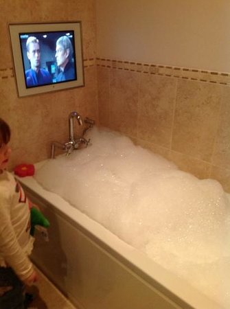 Loch Ness Highland Lodges: having fun with jacuzzi bath & bubbles! oops!