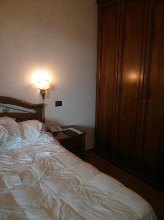 Hotel Euro House Inn: Worst bed ever!