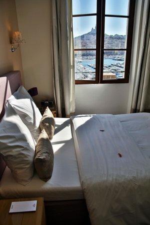 Hotel Bellevue : chambre sur le port
