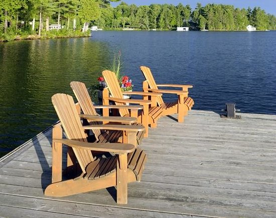 Sherwood Inn: Muskoka Chairs on Main Dock