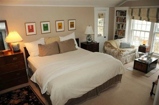 Kilburn Manor : The Master's  Suite King Size