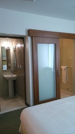 SpringHill Suites Houston Baytown: Bath & Toilet - Separate Rooms