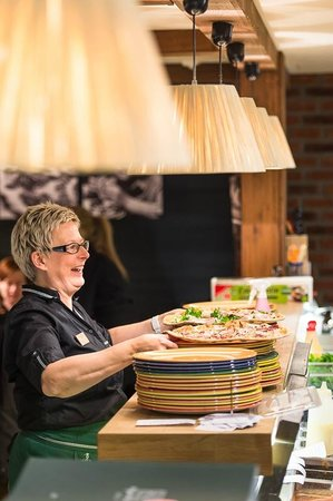 Classic Pizza Ruka : Waitress