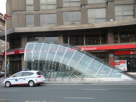 Plaza Moyúa: Plaza Mouya view of a metro station