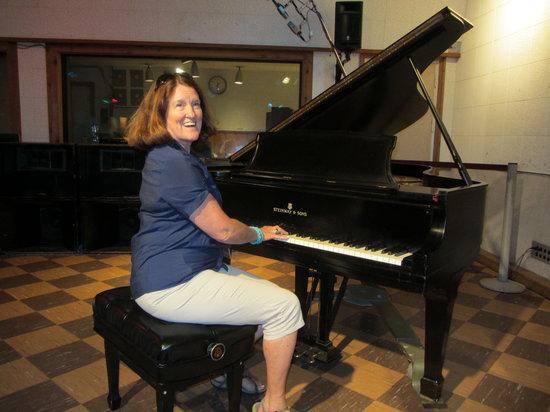 RCA Studio B: Pat playing like Elvis