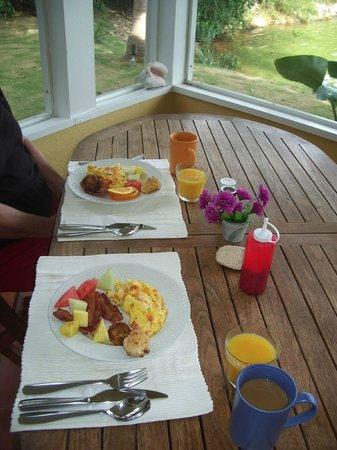 Shangri-La Bed & Breakfast : Fantastic Omlets