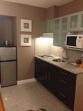 Helm's Inn: Kitchenette