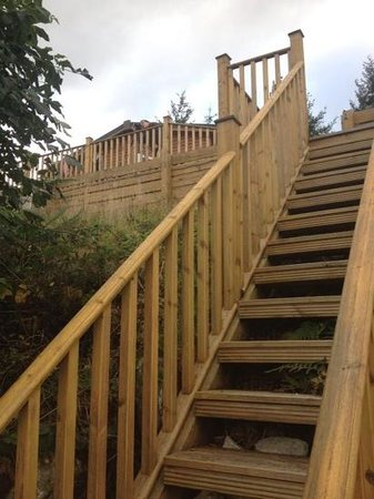 Loch Ness Highland Lodges: steps from Lodge 4 down to Loch Ness shore