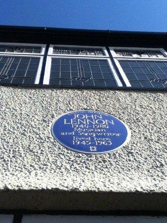 Mendips - John Lennon Home : Placa y vitrales