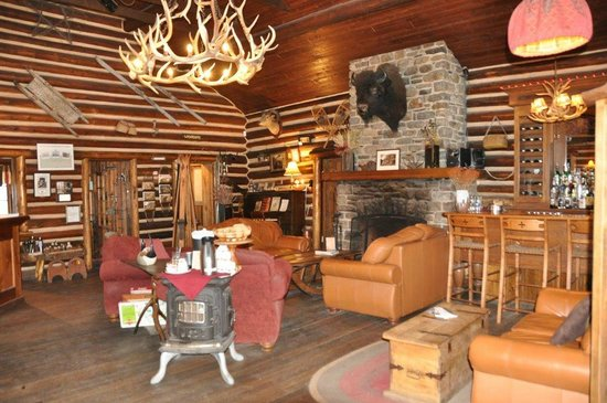 Storm Mountain Lodge: Inside the lodge