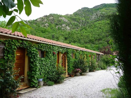 Beau-Vallon : Private rooms with easy access