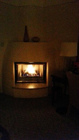 really bad pix of the fireplace