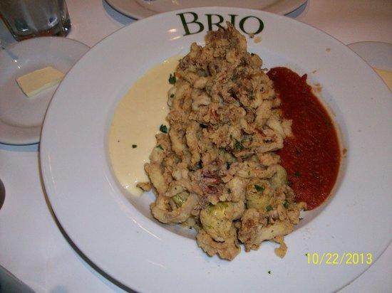 Brio Tuscan Grill: Impressive Calamari presentation!