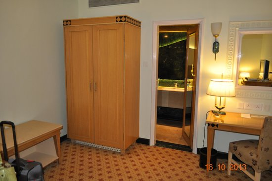 Sheraton Grand Pune Bund Garden Hotel: Part of the room